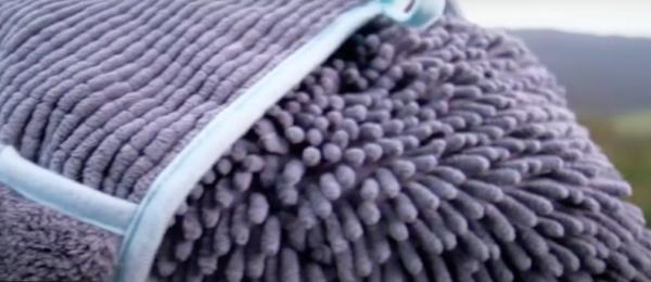 Henry Wag Noodle Glove Dog Towel
